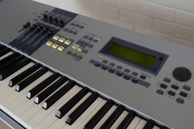 Yamaha motif es 8 88 key keyboard synth weighted keys reverb for Yamaha keyboard 88 keys weighted