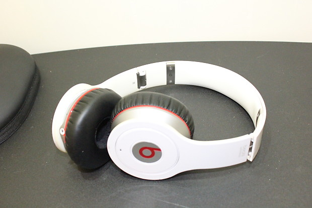beats by dr dre solo wireless 1 5 2015 white reverb. Black Bedroom Furniture Sets. Home Design Ideas