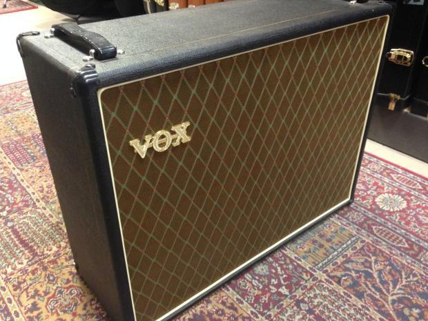 vox v212bn 2x12 guitar cabinet w weber blue 12 alnico classic speaker used reverb. Black Bedroom Furniture Sets. Home Design Ideas
