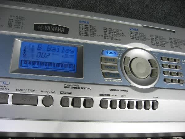 Yamaha keyboard portable grand piano dgx 200 synthesizer for Yamaha dgx 200 portable grand keyboard