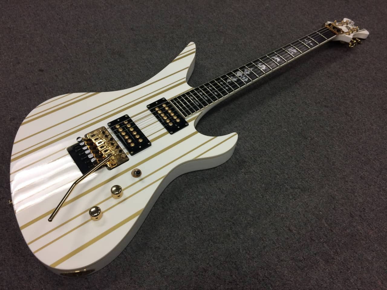 Schecter Synyster Gates Limited Edition Signature Custom