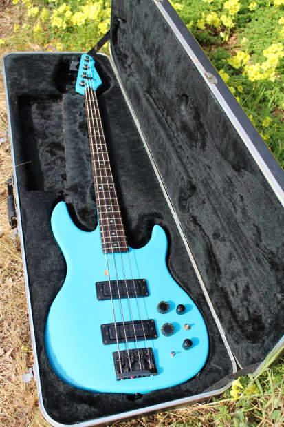peavey dyna bass 1987 frost blue reverb. Black Bedroom Furniture Sets. Home Design Ideas
