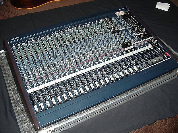Yamaha mg 24 14 fx mixing console w hard case reverb for Yamaha mg16xu dimensions