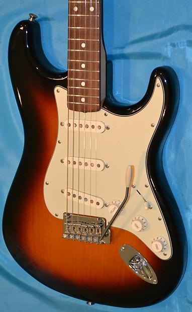 fender classic player 39 60s stratocaster 2007 sunburst w gig reverb. Black Bedroom Furniture Sets. Home Design Ideas