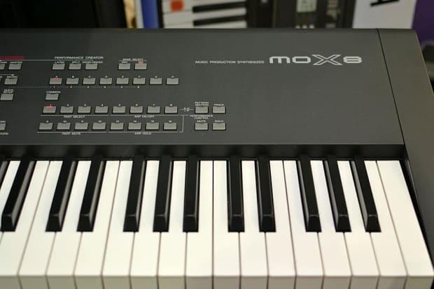yamaha mox8 88 key synthesizer workstation pre owned