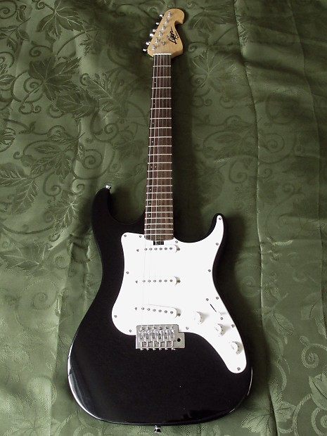 washburn lyon black strat style electric guitar set up with reverb. Black Bedroom Furniture Sets. Home Design Ideas