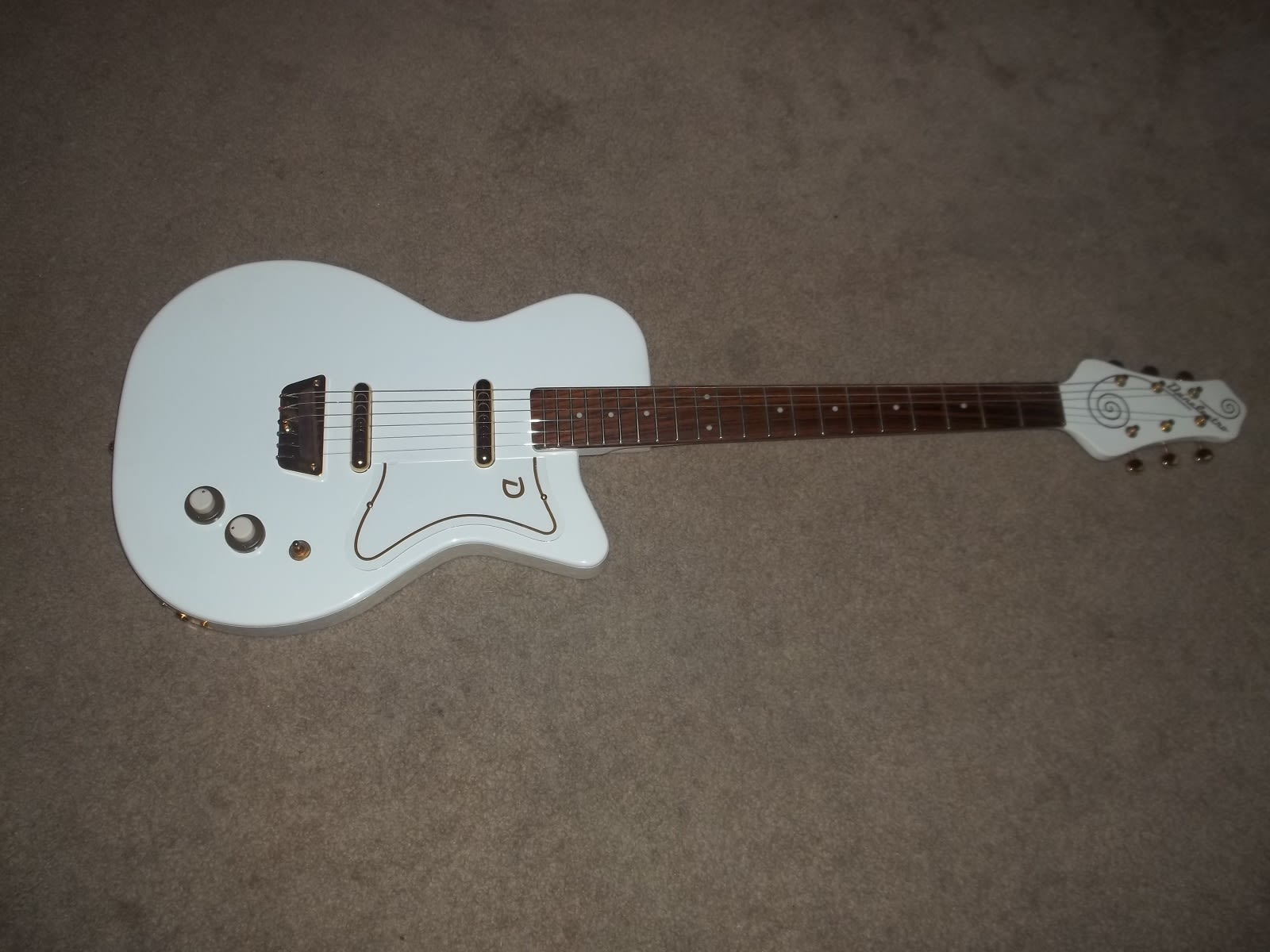 Danelectro U2 Special Edition Gold Hardware Very Nice
