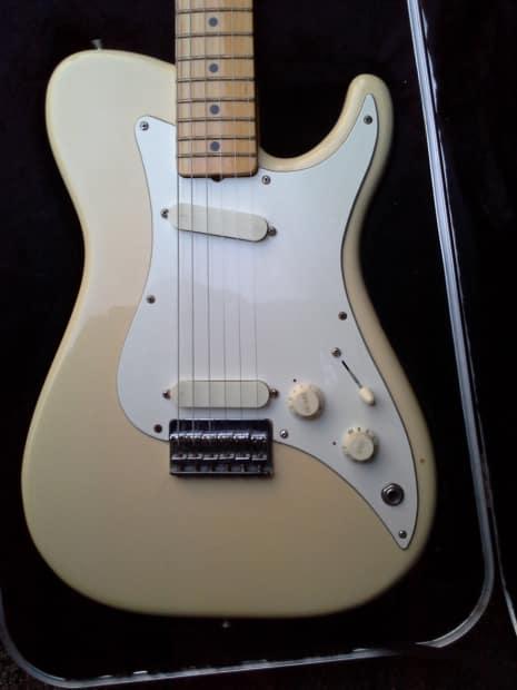 Fender Bullet Deluxe 1981 Creme Reverb