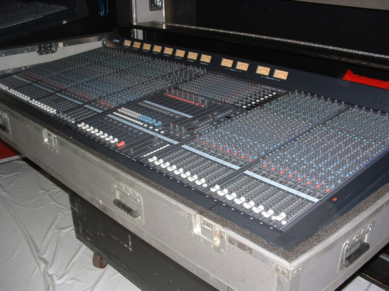 Yamaha m3000 40 channel sound reinforcement console reverb for Yamaha sound console