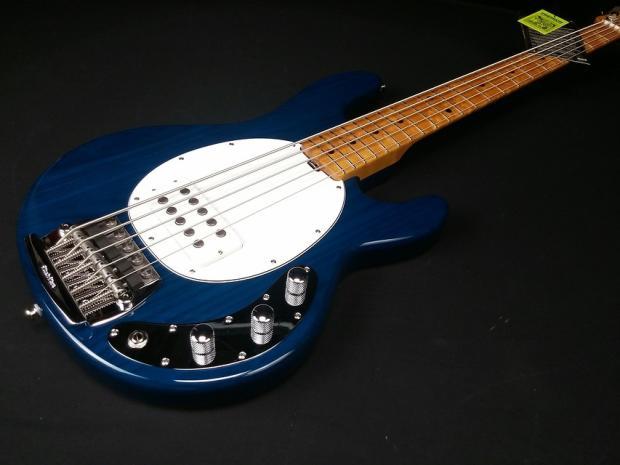 Stingray Bass Pickguard : music man stingray classic 5 string bass trans blue white pickguard reverb ~ Vivirlamusica.com Haus und Dekorationen