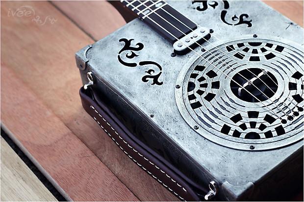 ivee cigar box guitar cbg 20 metal body spider reverb. Black Bedroom Furniture Sets. Home Design Ideas