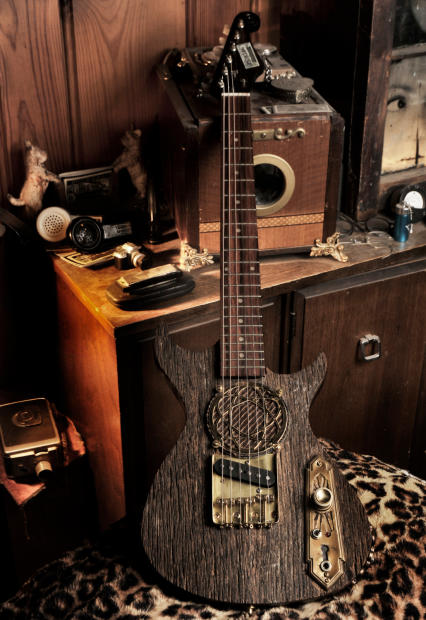 postal hand made barn wood traveler mini travel electric guitar 24 scale neck with amp. Black Bedroom Furniture Sets. Home Design Ideas