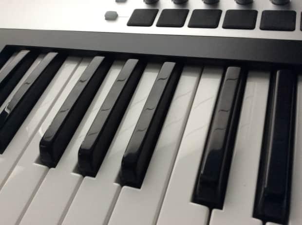 price drop novation slmkii 61 key controller keyboard. Black Bedroom Furniture Sets. Home Design Ideas