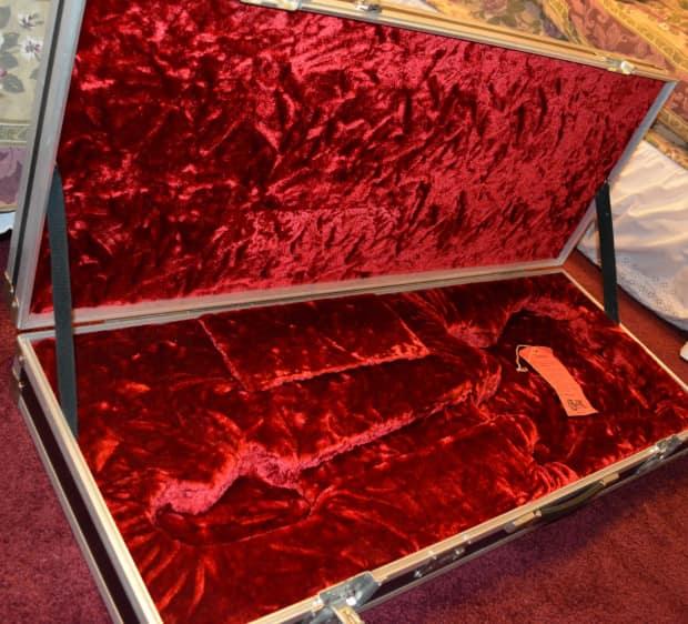 calzone heavy duty flight case w plush crushed velvet reverb. Black Bedroom Furniture Sets. Home Design Ideas