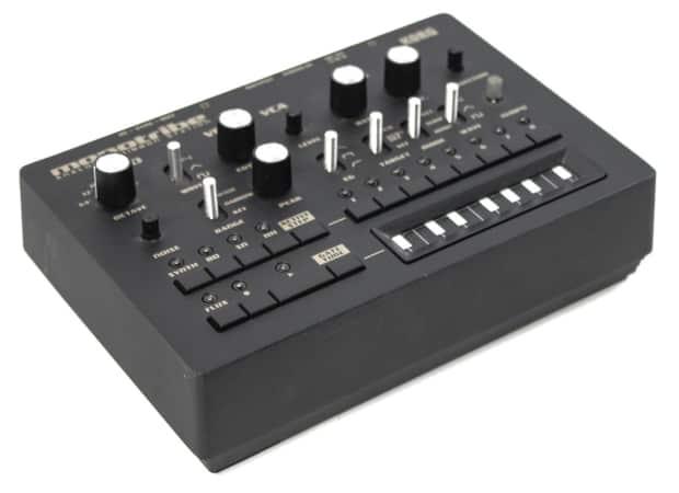 synthesizer keyboard with drum machine