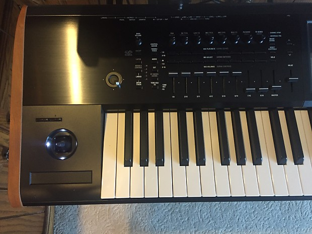 Mint korg kronos 2 73 w wood sides ships within 24 for Yamaha mox8 specs