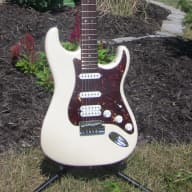 <p>Fender American Deluxe HSS Stratocaster 2007 Olympic Pearl w/OSHC</p>  for sale