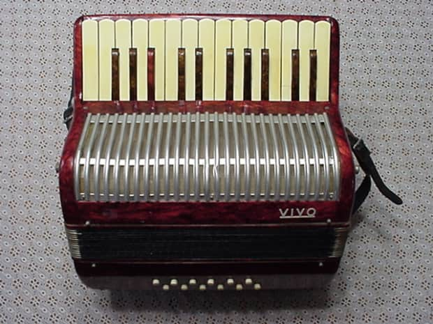 how to play 12 bass accordion