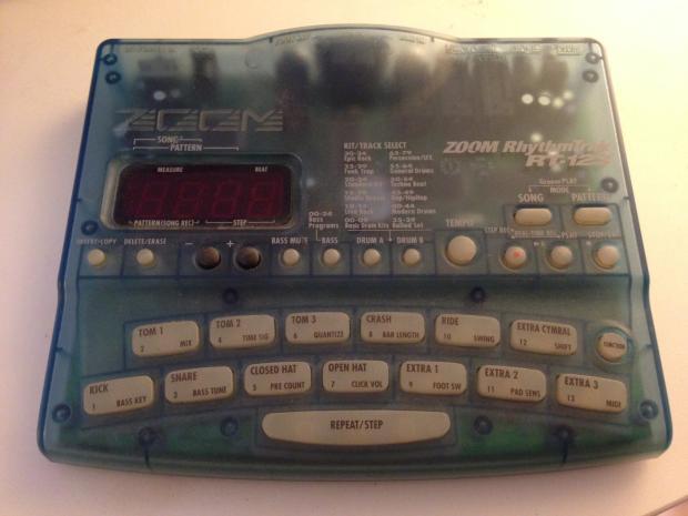 zoom rhythmtrak rt 123 rhythm drum bass machine with midi reverb. Black Bedroom Furniture Sets. Home Design Ideas