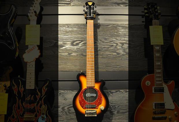 pignose mini electric guitar with built in amp sunburst reverb. Black Bedroom Furniture Sets. Home Design Ideas