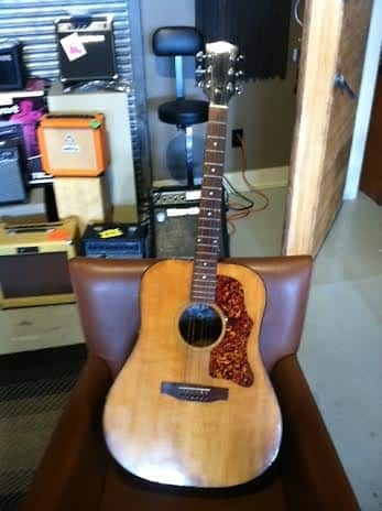 Gibson Les Paul moreover Patty Griffin Austin Showroom also Pagina68 likewise Barney Kessel in addition Marc Bolan. on gibson guitar corporation