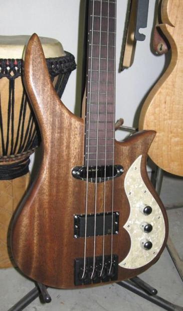 Eco guitar. corpo de baixo em Angelim. Vrhsda2ov9iobjkzp1dx