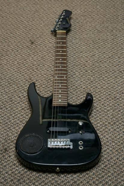synsonics electric guitar w built in amp black reverb. Black Bedroom Furniture Sets. Home Design Ideas