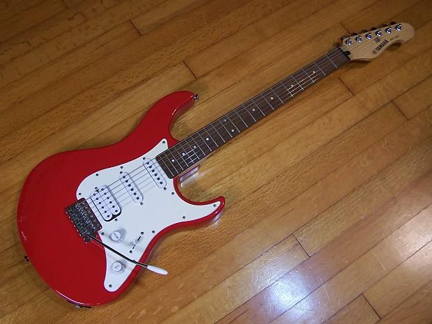 Guitar Yamaha Model Eg