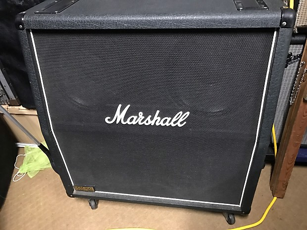 marshall 1960a lead 100 4 x 12 cabinet with cover marshall reverb. Black Bedroom Furniture Sets. Home Design Ideas