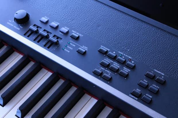 Yamaha cp4 88 key wooden key stage piano display model for Yamaha cp4 stage 88 key stage piano