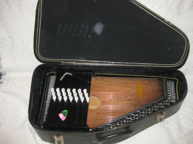Oscar Schmidt Model Os15b Autoharp 1 additionally Images Padded Bag further 1635439 Chromaharp Autoharp 21 Chord Mid 2000 S Gloss Walnut With Case Price Lowered Was 269 moreover Autoharp besides 664016 Chromaharp Autoharp Sunburst Mij. on oscar schmidt os21c autoharp