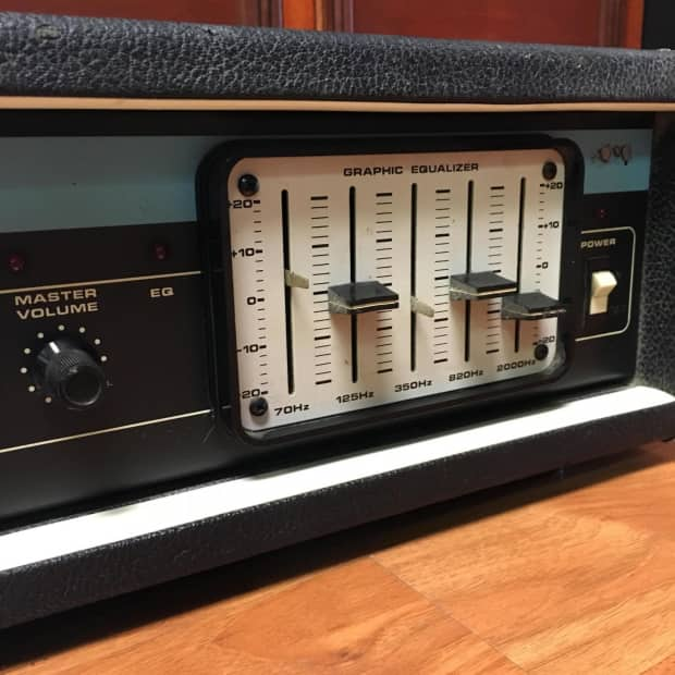 Vintage Bass Amplifier 10