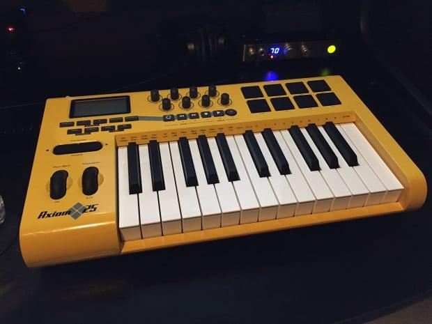 m audio axiom 25 midi keyboard reverb. Black Bedroom Furniture Sets. Home Design Ideas