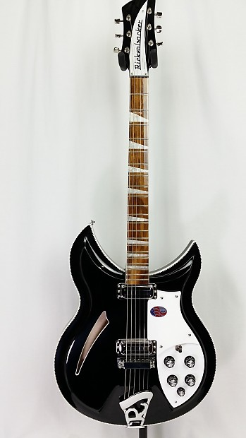 dating rickenbacker basses Rocknrollvintagecom dating rickenbacker (ric) guitars and basses serial numbers and approximate date of manufacture dating rickenbackers from 1961 to 1986 serial letters and numbers were stamped on the jackplate.