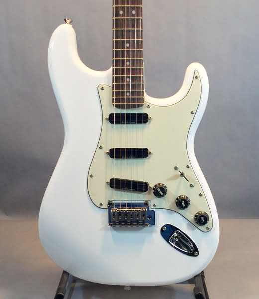 squier by fender stratocaster deluxe with hot rails reverb. Black Bedroom Furniture Sets. Home Design Ideas