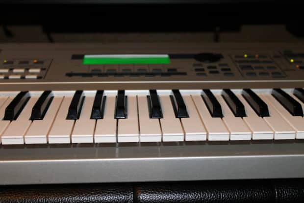Yamaha mo6 synthesizer in excellent working conditions w for Yamaha mx61 specs