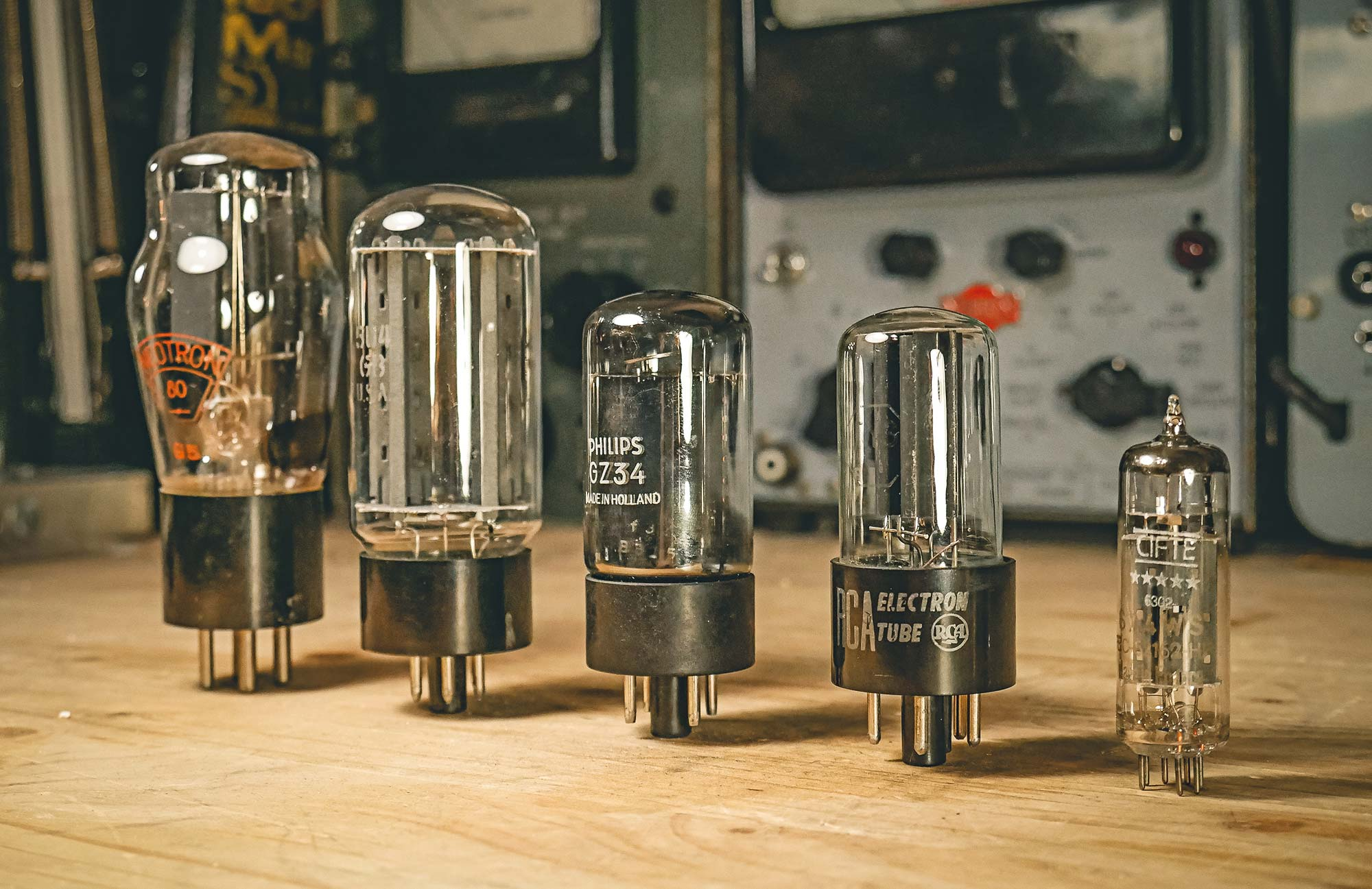 Does A Tube Rectifier Really Make An Amp Sound Better Reverb News The Circuit Is Simple One 5y3 One12ax7 For 5r4 This Large Bottled Not To Be Confused With 5ar4 Which Follows Rarely Used In Modern Designs But Offers Mid Level Sag Many