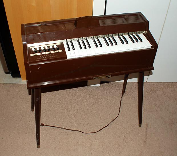 magnus chord organ 1960s electric vintage keyboard piano reverb. Black Bedroom Furniture Sets. Home Design Ideas