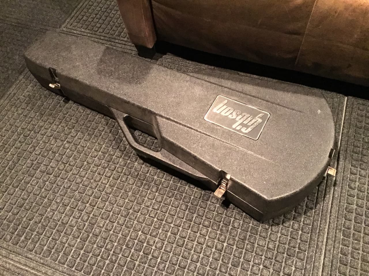 gibson chainsaw case for les paul reverb. Black Bedroom Furniture Sets. Home Design Ideas