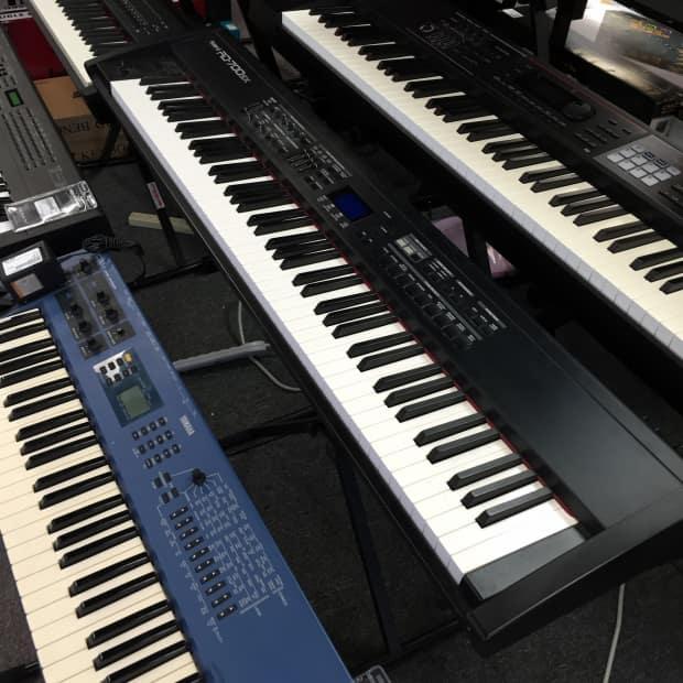 roland rd 700sx 88 key hammered action digital piano keyboard reverb. Black Bedroom Furniture Sets. Home Design Ideas