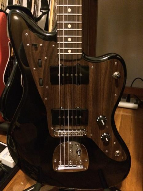 Help me find Simulated Rosewood Pickguard/Material