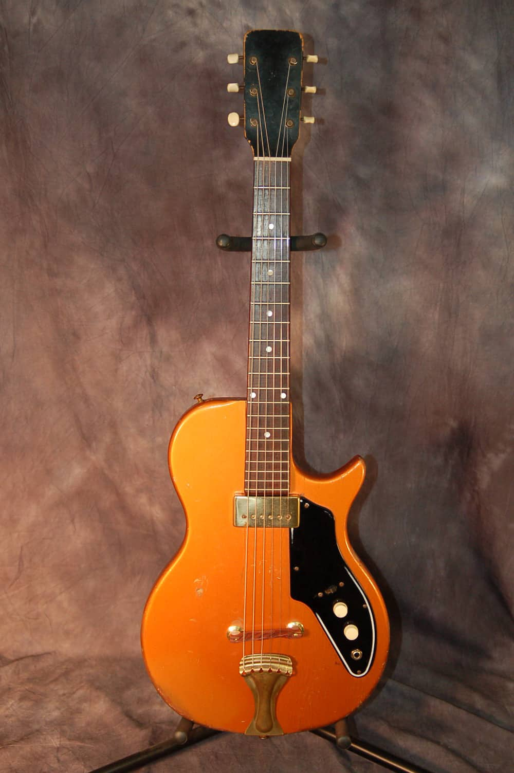dating regal guitars Welcome welcome to vintageparlorguitarscom i specialize in the repair, restoration and sale of early to mid-century parlor and small bodied 12-fret acoustic guitars.