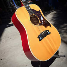 Gibson Dove 1973 Natural image