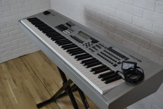 yamaha mo8 88 key keyboard synth excellent used synthesizer for sale audiofanzine. Black Bedroom Furniture Sets. Home Design Ideas
