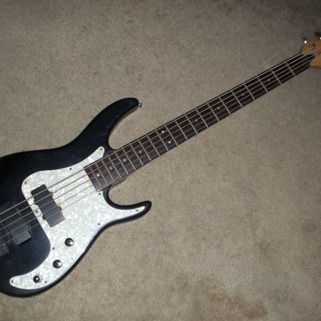 axcelerator bass