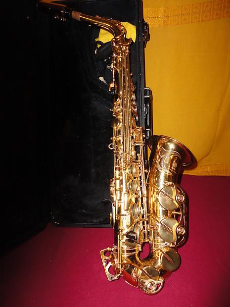 used yamaha yas 62 alto saxophone and original logo case. Black Bedroom Furniture Sets. Home Design Ideas