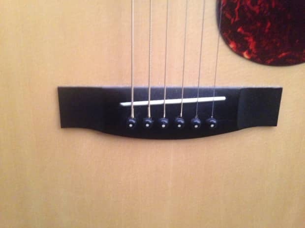 Hondo acoustic guitar logo and dating 8