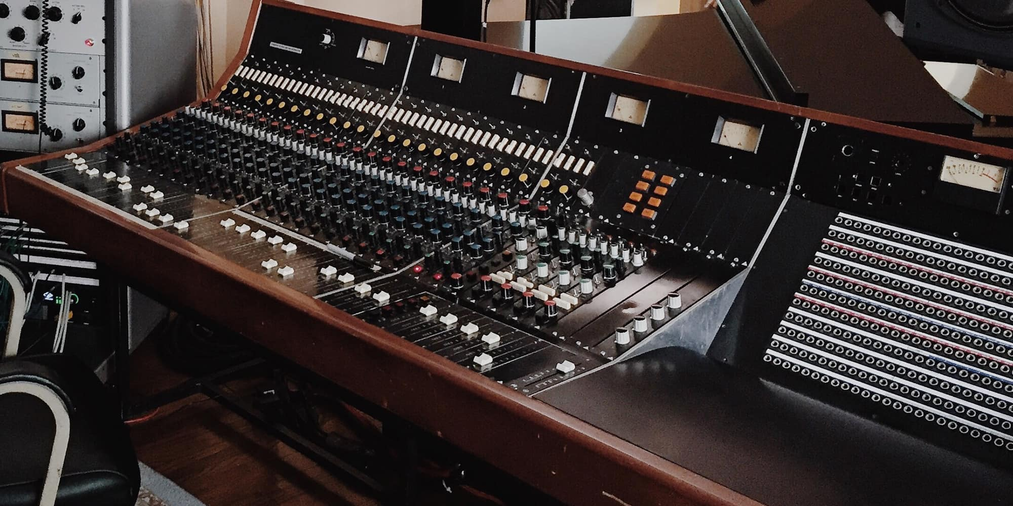 Plugins vs  Hardware: One Take on the Never-Ending   Reverb News