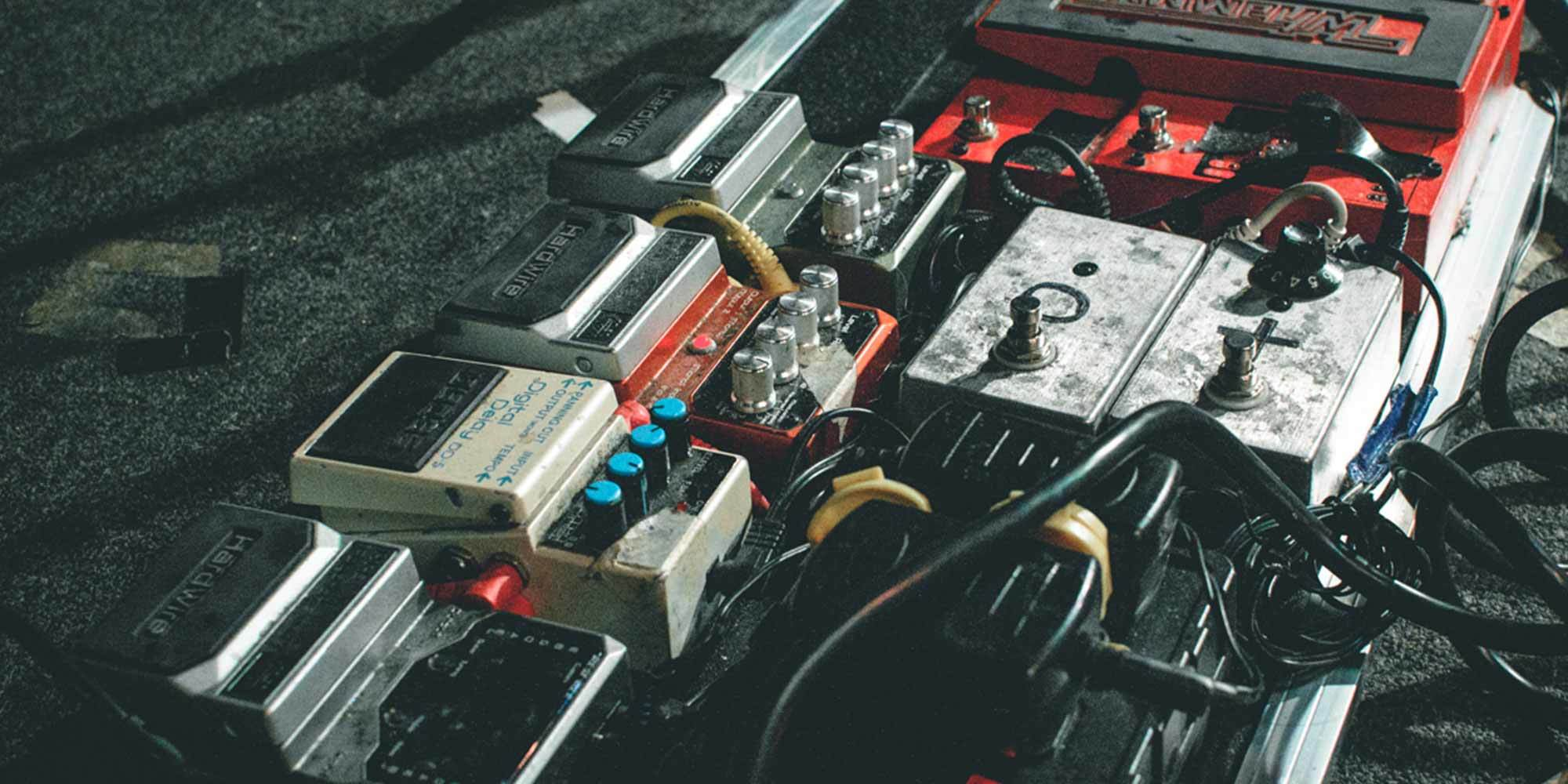 6 Steps To Building Your Complete Custom Pedalboard Rig Reverb News Pedal Board Wiring