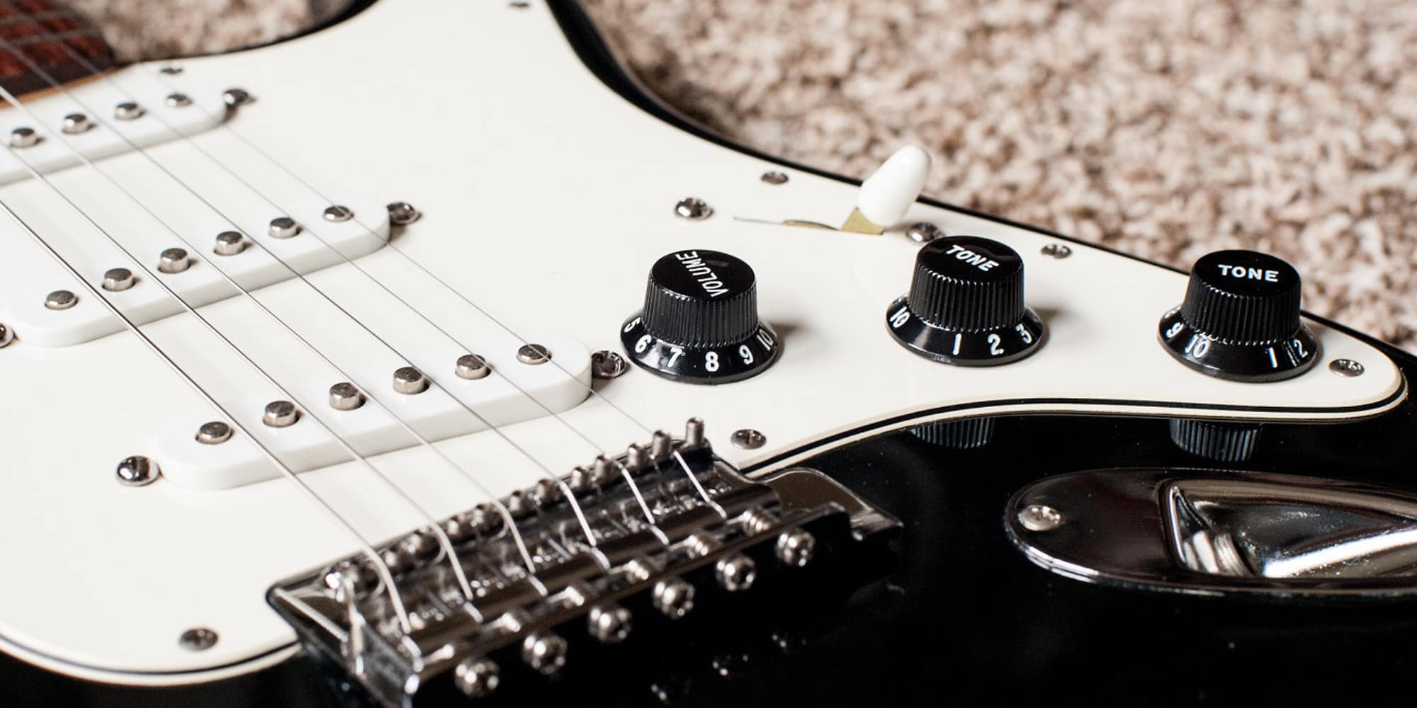 Volume And Tone Knobs Your Most Underrated Effects Reverb News Picture Of How To Make A Circuit Board Guitar Pick In An Interview Jimmy Vivino The Basic Cable Band Described Joe Walsh Visiting Him On Set Conan Ran His Hand Across Amps Controls